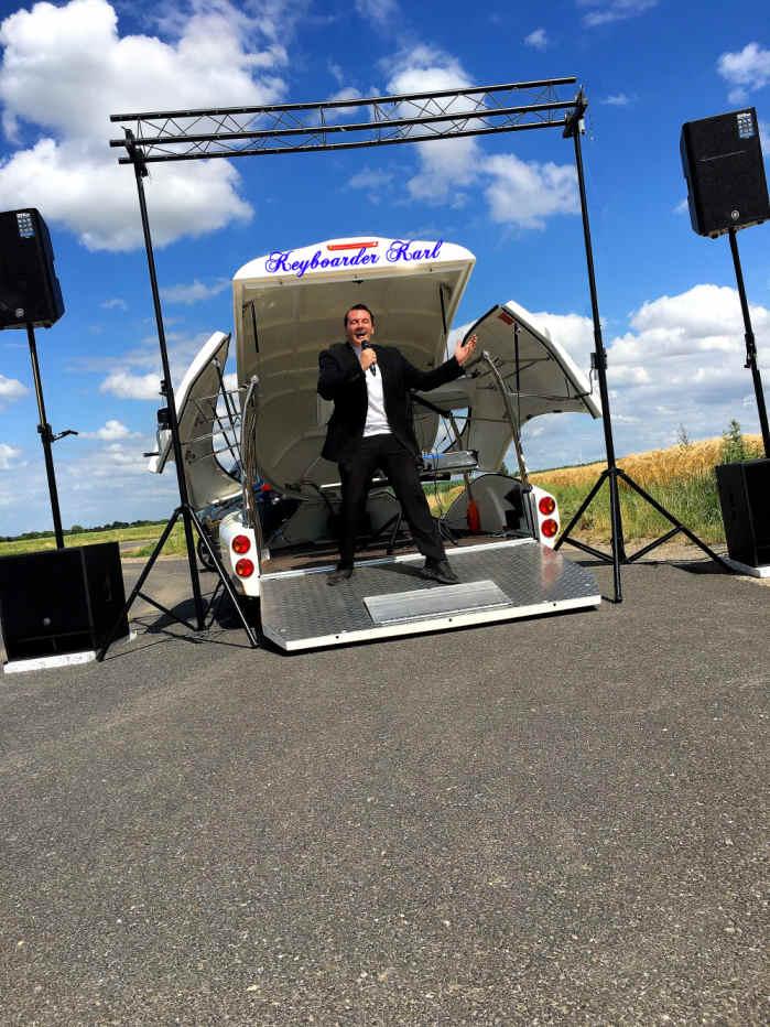 Show Truck Keyboarder Karl - Vollausstattung Alleinunterhalter NRW und DJ NRW Einsatzorte